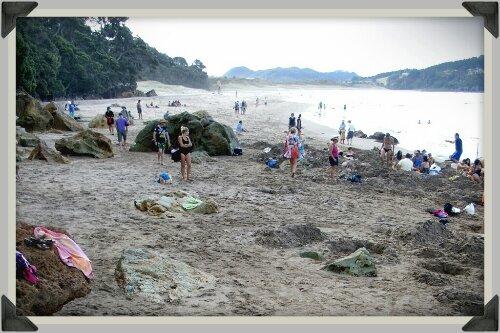 La zone d'eau chaude de Hot Water Beach, Nouvelle-Zélande