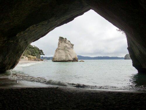 Sous l'arche de Cathedral Cove